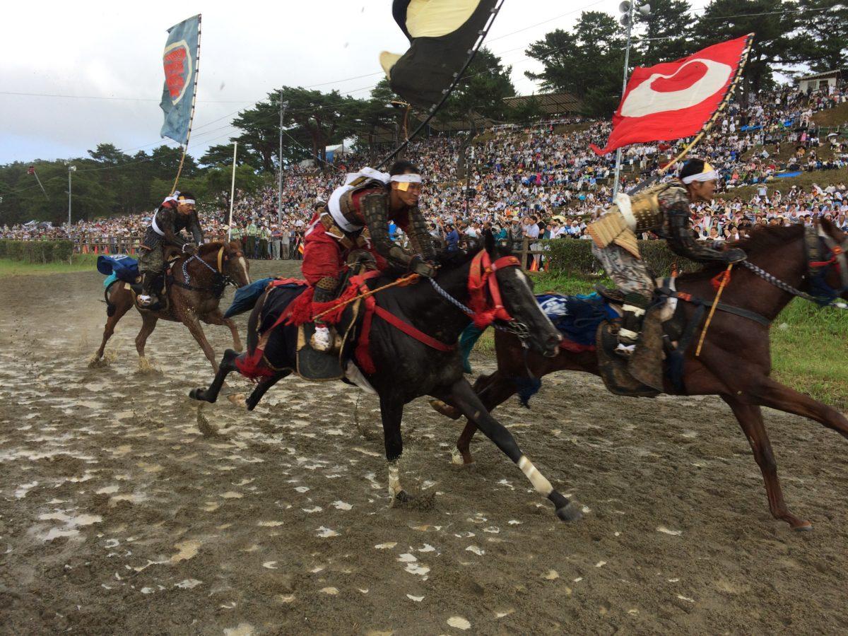 現代に蘇りし合戦絵巻 円形競技場で行われる超リアル騎馬戦がガチ過ぎる! 2019年相馬野馬追