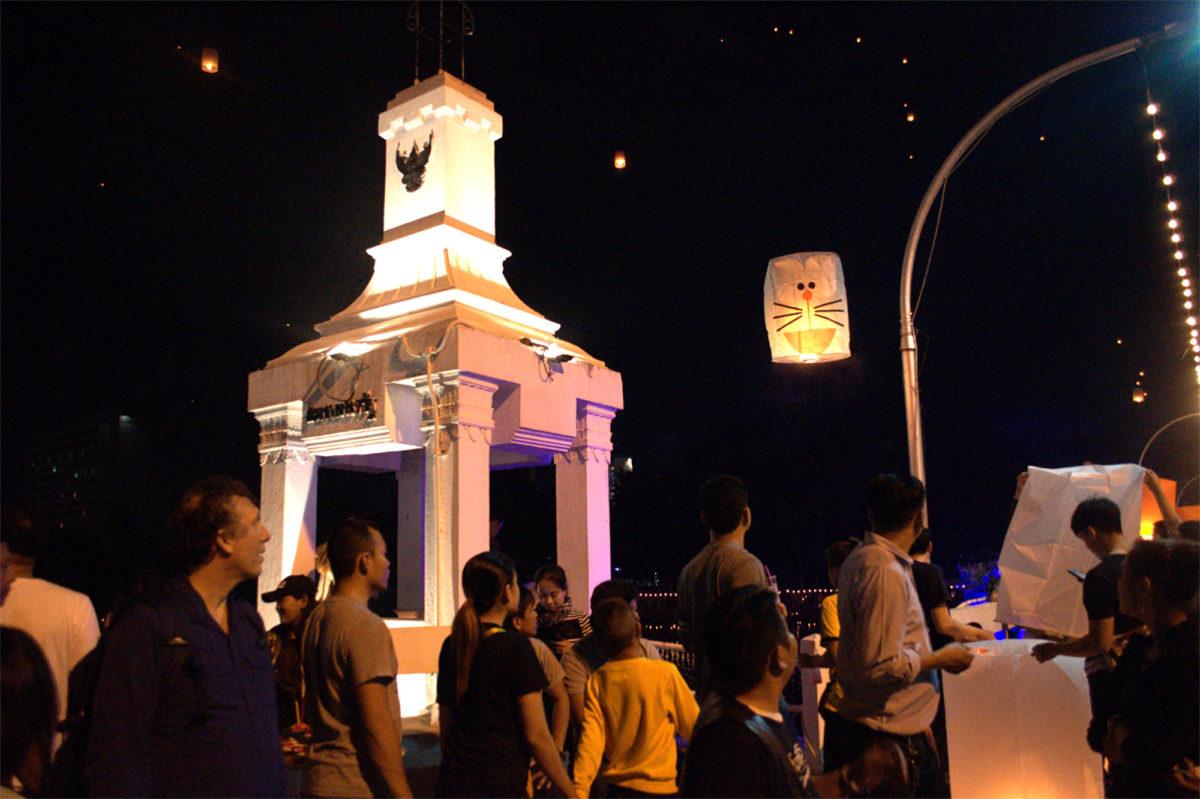 【ロイクラトン&コムローイ】イーペン祭でランタンに照らされる チェンマイの街をレポート