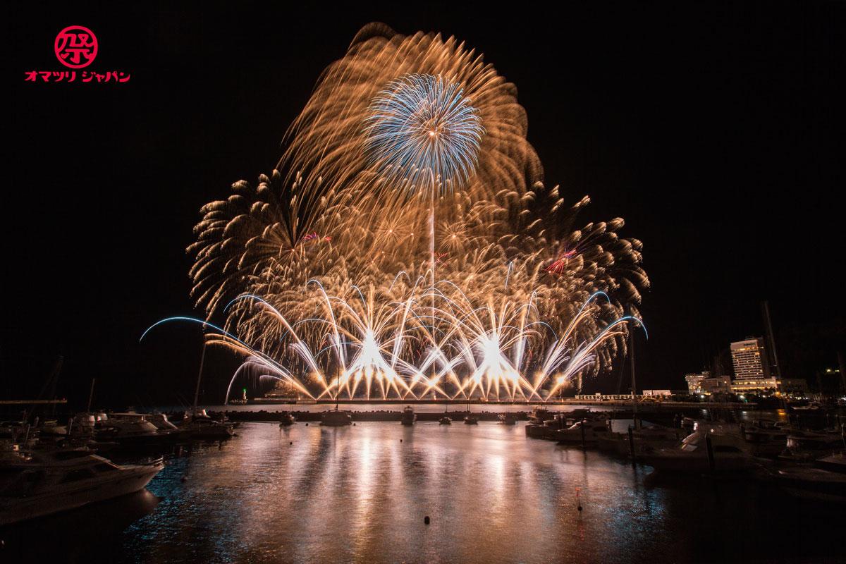 熱海海上花火をレポート!超高速スターマインに大空中ナイアガラ。熱海だからこそ引き立つ花火の魅力に足を運ぶ価値がある!