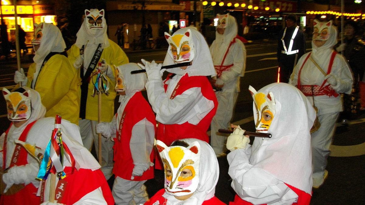 大晦日から元旦にかけて、東京・王子にて狐が大量発生!?#狐の行列 のインスタ投稿まとめ