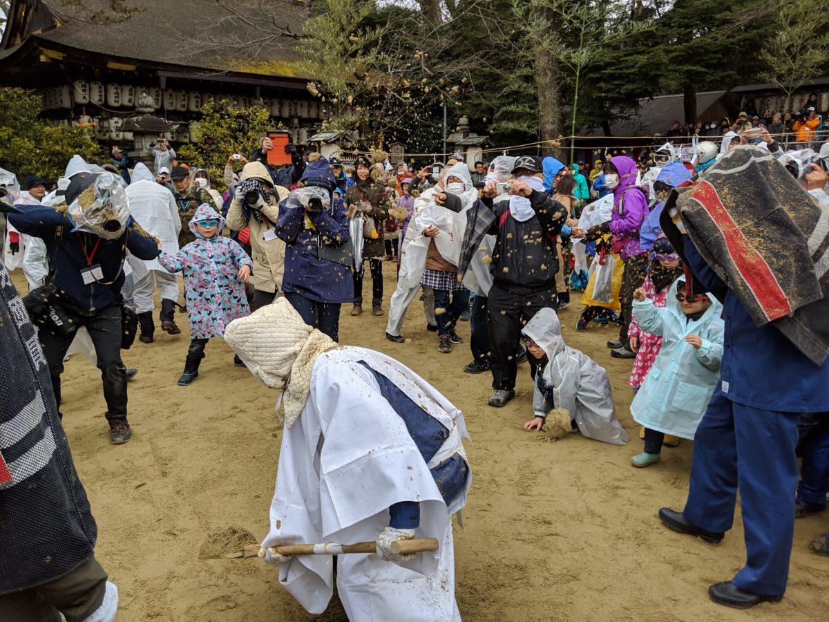 今日の奈良の天気は所によって砂が降るでしょう。奈良の奇祭「砂かけ祭」に行ってきた!
