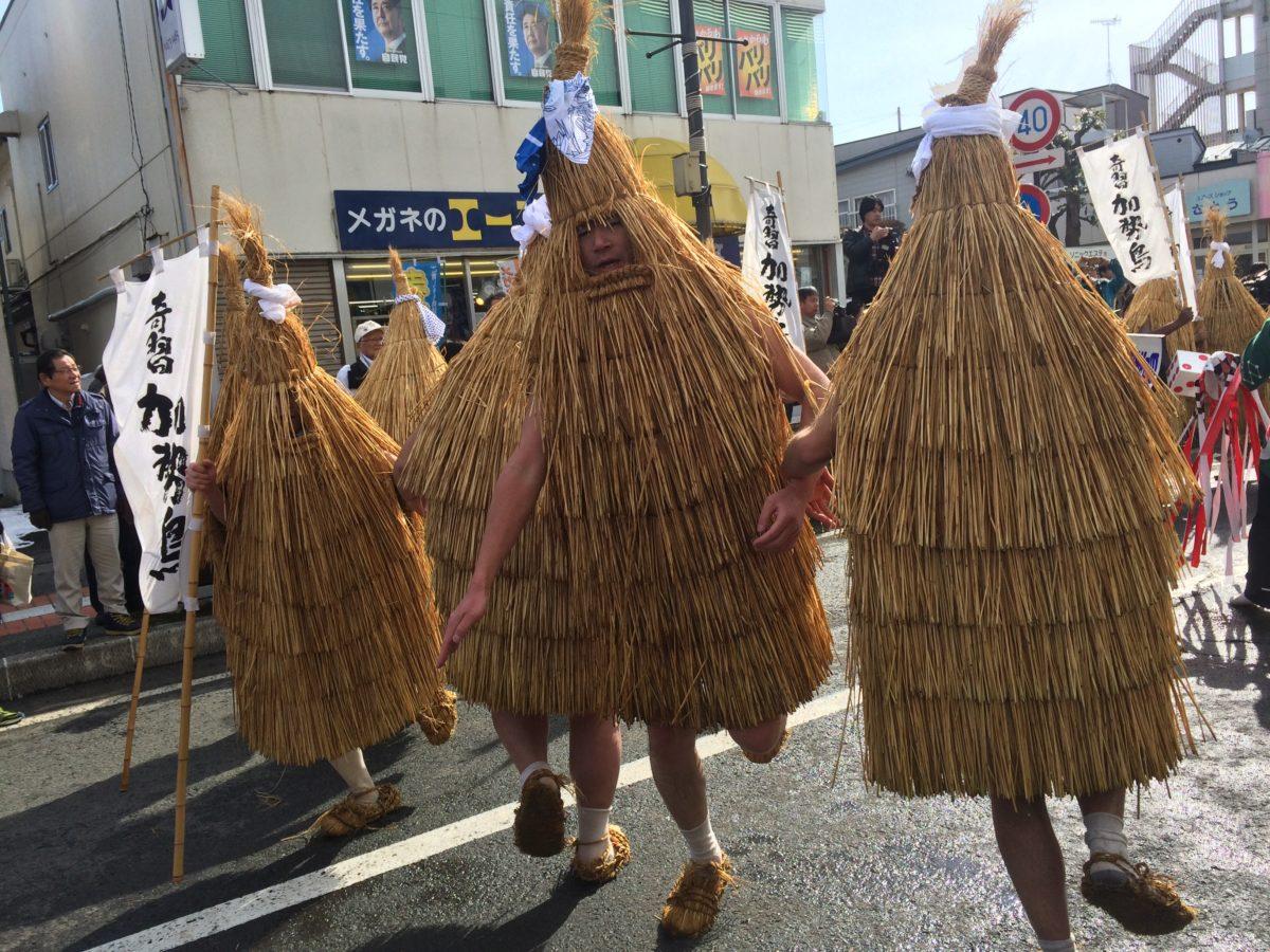 ご存知ですか?山形県の奇習「加勢鳥」を。この名前は「稼ぎ鳥」「火勢鳥」に由来の説が!五穀豊穣商売繁盛祈願して、カッカッカー!