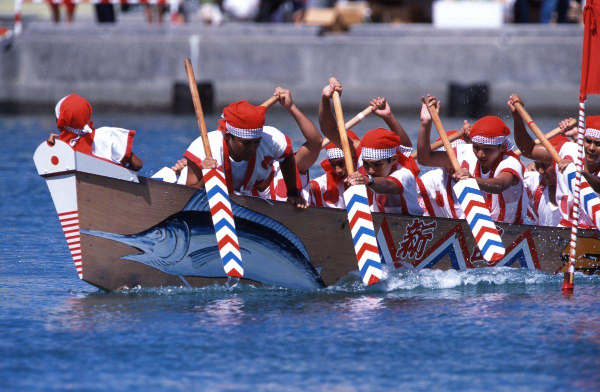 糸満ハーレーで沖縄の本格的な海開き!?航海安全と大漁を祈る伝統を堪能しよう!