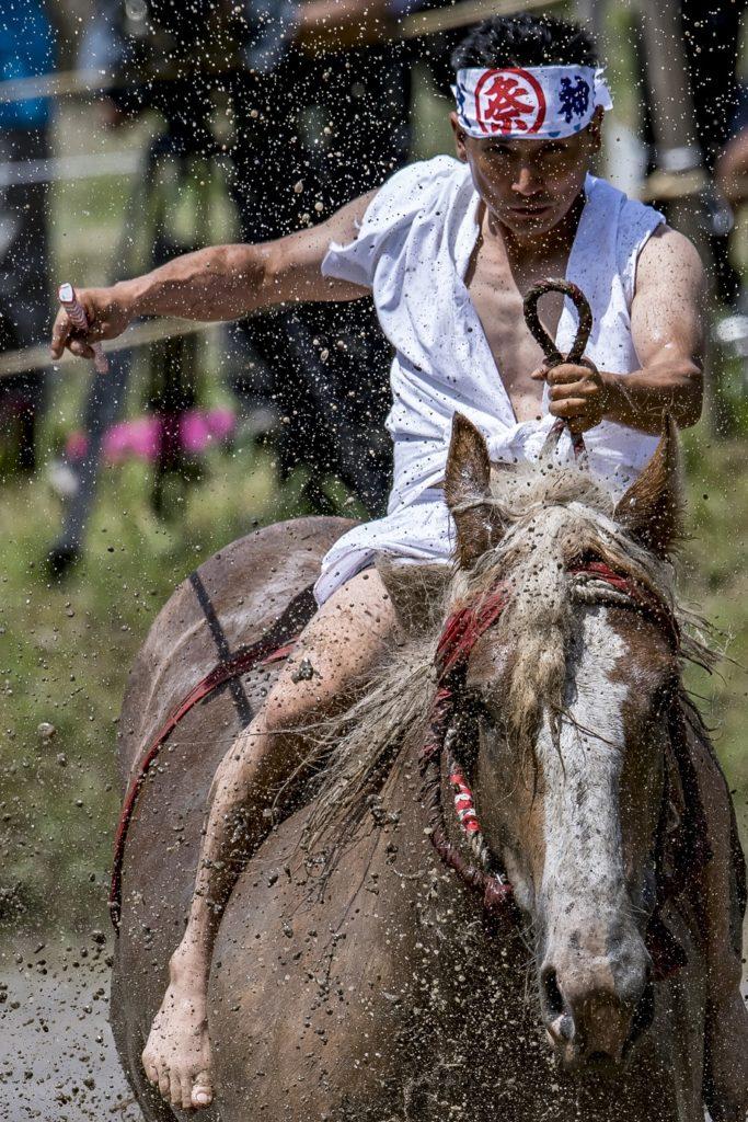 ウォリャーッ!泥しぶきを浴びて無病息災!11世紀から続く宮崎県美郷町の御田祭