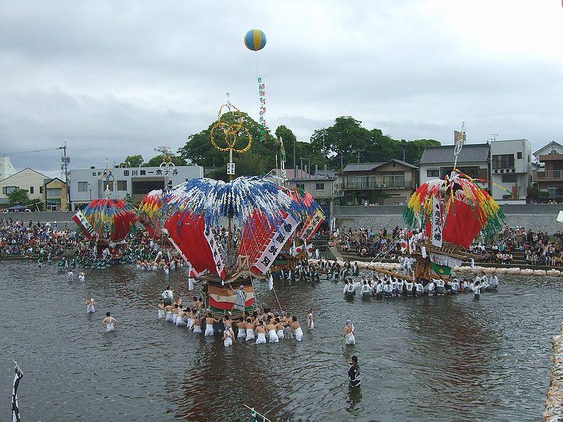 川渡り神幸祭は迫力満点!華やかな神輿&山笠が映えます!