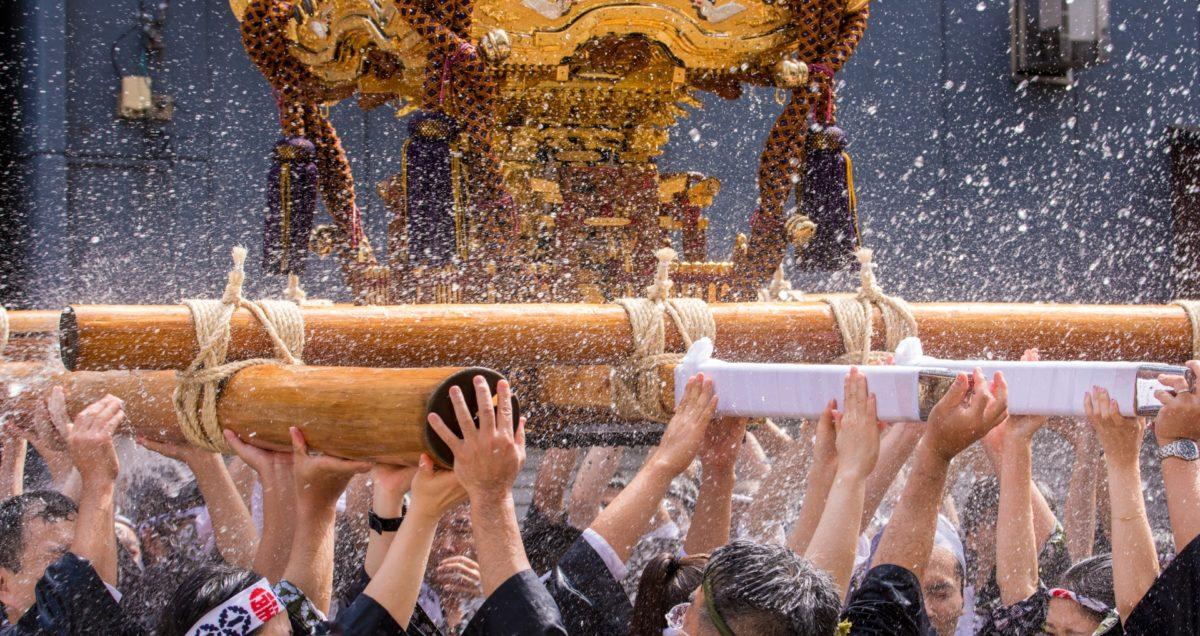 深川八幡祭りをご紹介!お祭りの最大の見どころ「水掛け」で夏を涼しく!