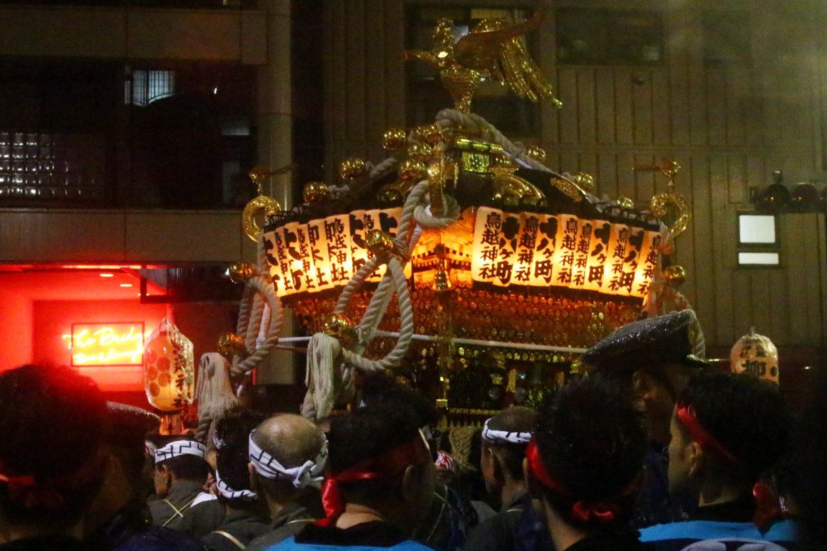 鳥越神社例大祭2020。千貫神輿が登場です!夜、宮入道中のライトアップ神輿は幻想的。