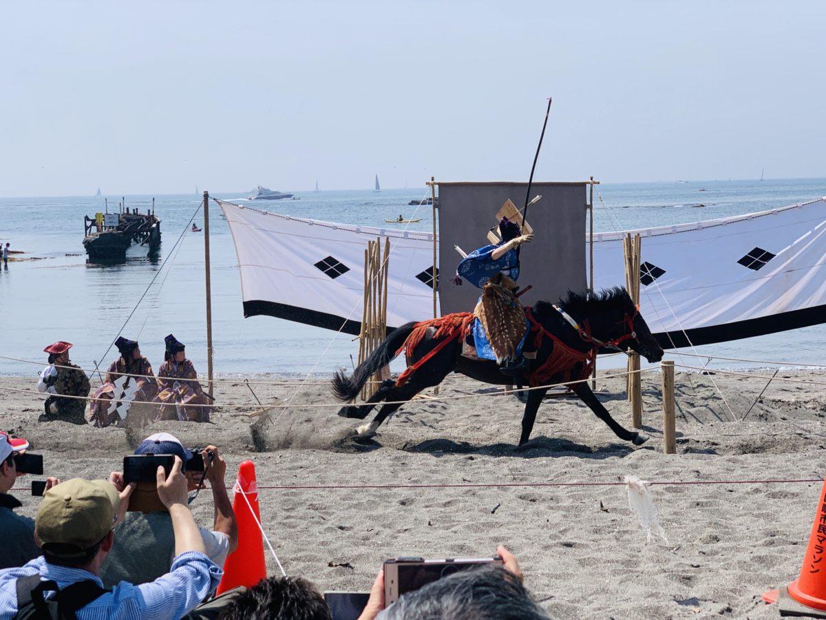 人馬一体、熱砂を駆ける。 三崎の道寸祭り【笠懸】