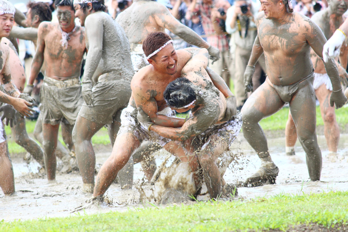 伊雑宮御田植祭!日本三大御田植祭の1つは男達が泥まみれで竹を追う!?