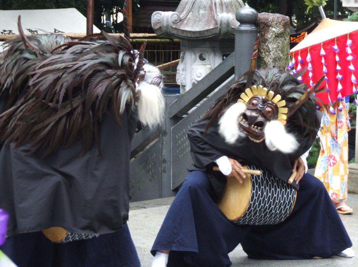 花畑大鷲神社「祈祷獅子舞」 3匹獅子が舞う!