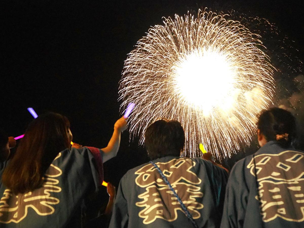 片貝まつり 「花火の町」の伝統文化が胸を打つ。打ち上げるのは「自分たちの花火」