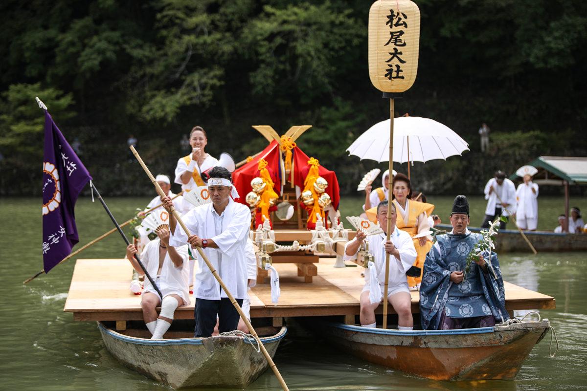 【松尾大社 八朔祭】京都嵐山で船渡御する女神輿と六斎念仏踊り