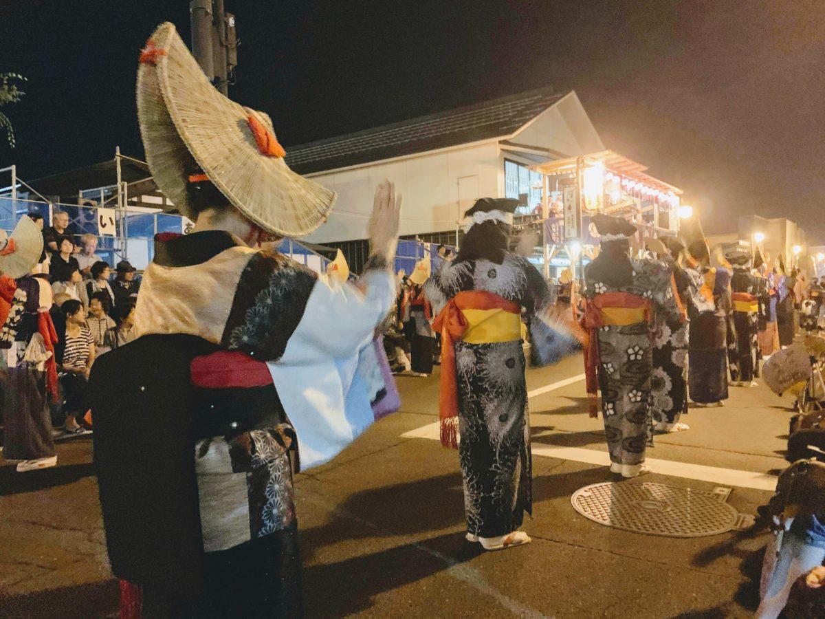 秋田の西馬音内盆踊りに行ってみたら、歌詞がガチでパリピだった件。「人は顔じゃない、手だ」という結論に