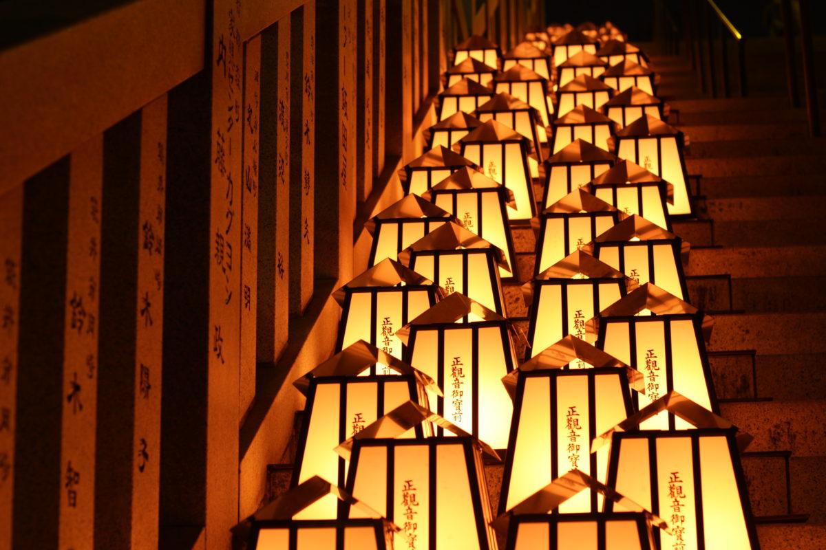 「万灯祭」で幻想的な空間を楽しもう!静岡県袋井市の法多山より、1年で最もご利益のある日を徹底レポート!