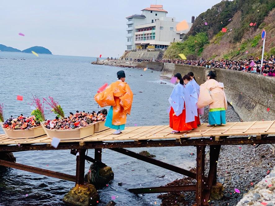 「淡嶋神社のひな流し」漁師町でひな祭りルーツ探訪|観光経済新聞コラム