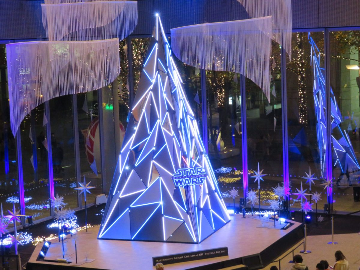 「スター・ウォーズ/スカイウォーカーの夜明け」イルミネーションで眩い丸の内で特別なクリスマス
