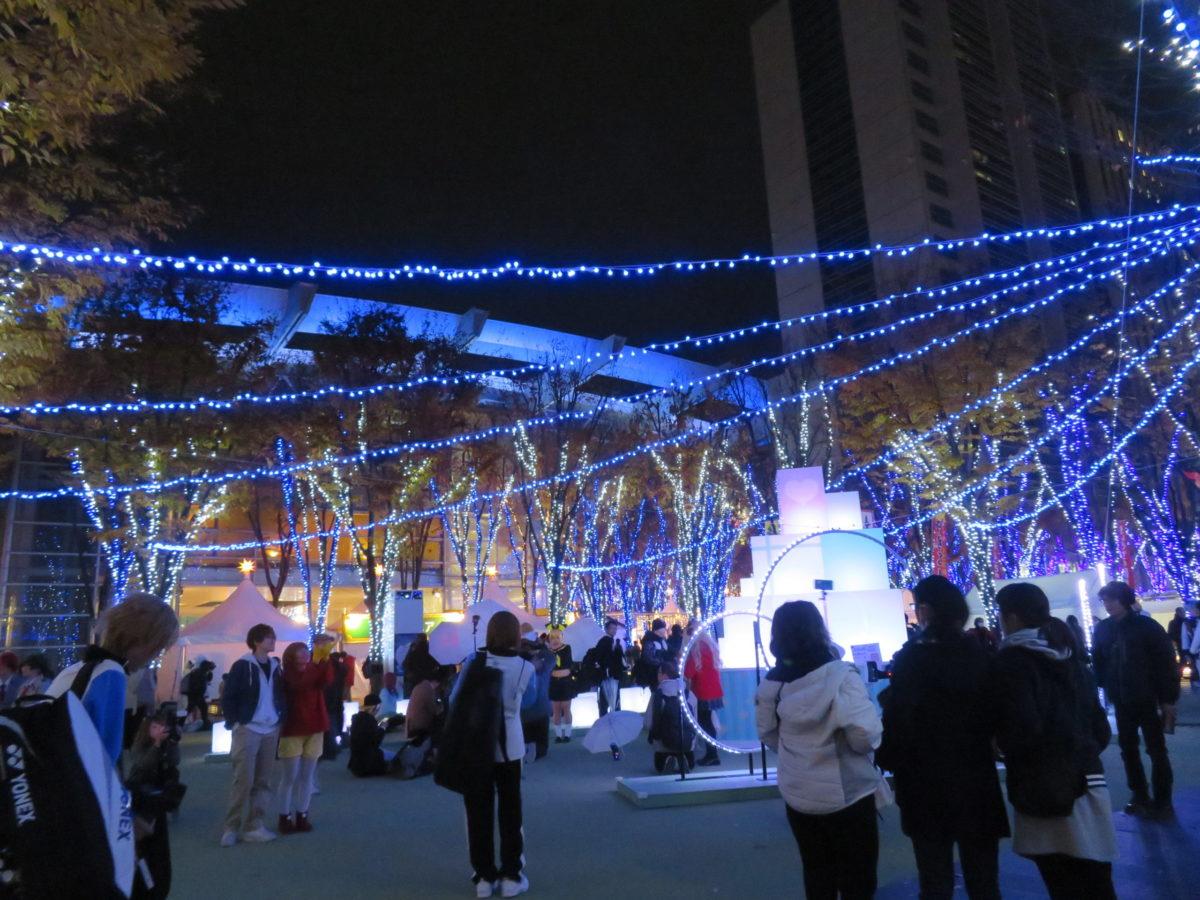 「たまアリ△タウンけやきひろばイルミネーション」約150本のけやきの木が光り輝く「さいたま新都心」