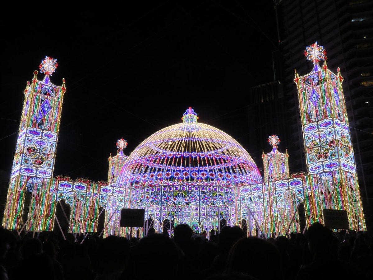 「神戸ルミナリエ」阪神・淡路大震災の犠牲者の鎮魂のために灯される鮮やかなイルミネーション