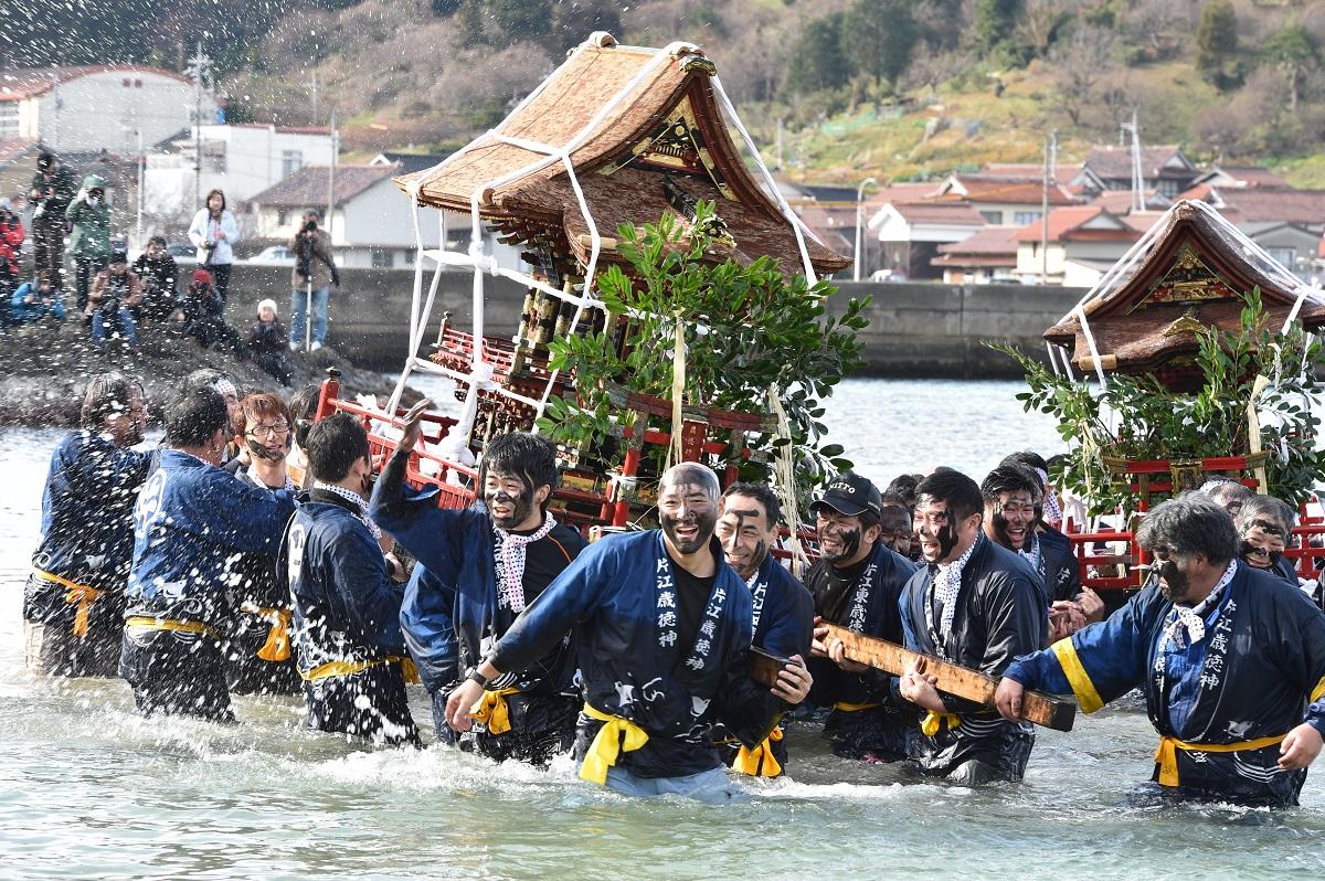 「片江墨つけトンド祭」をレポート!!全員の顔が真っ黒なお祭り
