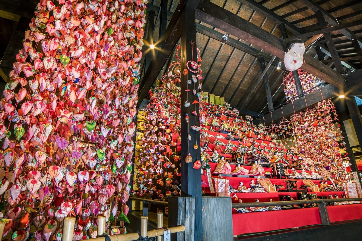 日本一の118段「素盞鳴神社雛段飾り」 伊豆稲取温泉にて3月10日まで開催