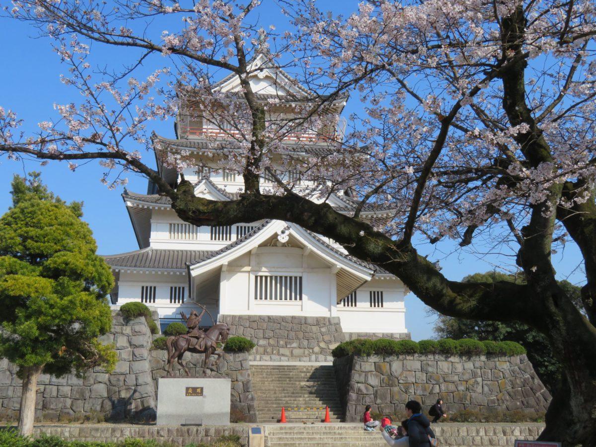 【千葉城さくら祭り】再建された天守閣を彩る亥鼻公園のソメイヨシノ