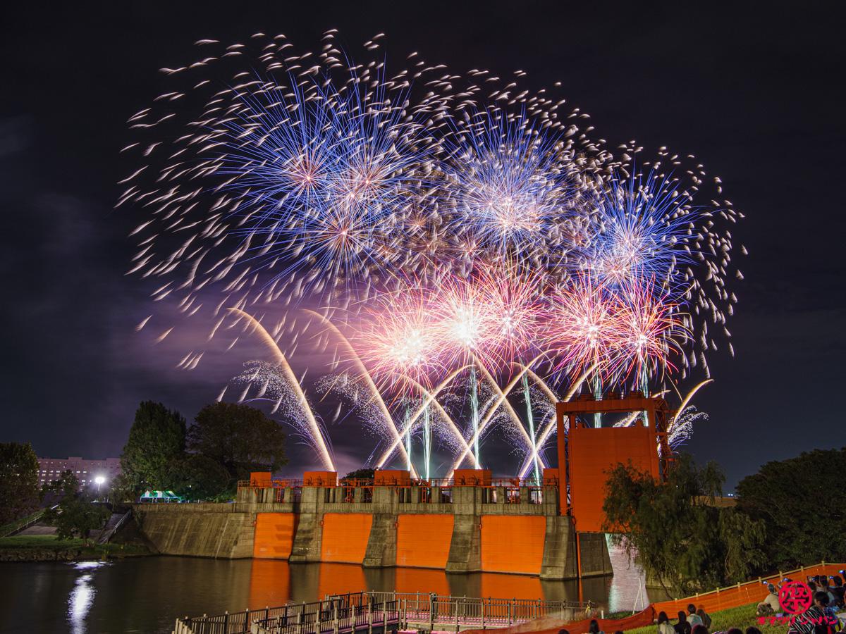 北区花火会はファンゾーンが面白い!赤水門と花火のコラボを堪能してみた