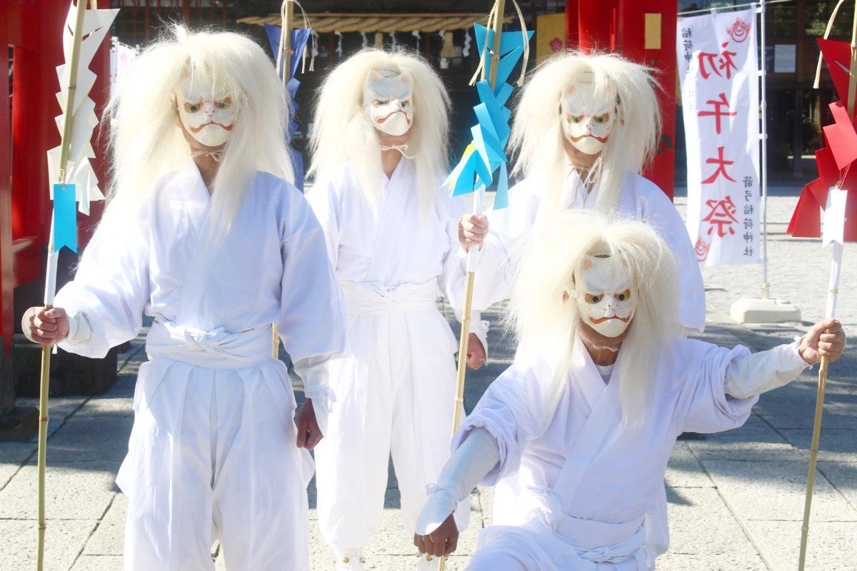 箭弓稲荷神社火伏神事で「エイ、エイ!」と4名の白狐が火を消す!旧暦初午のお祭り