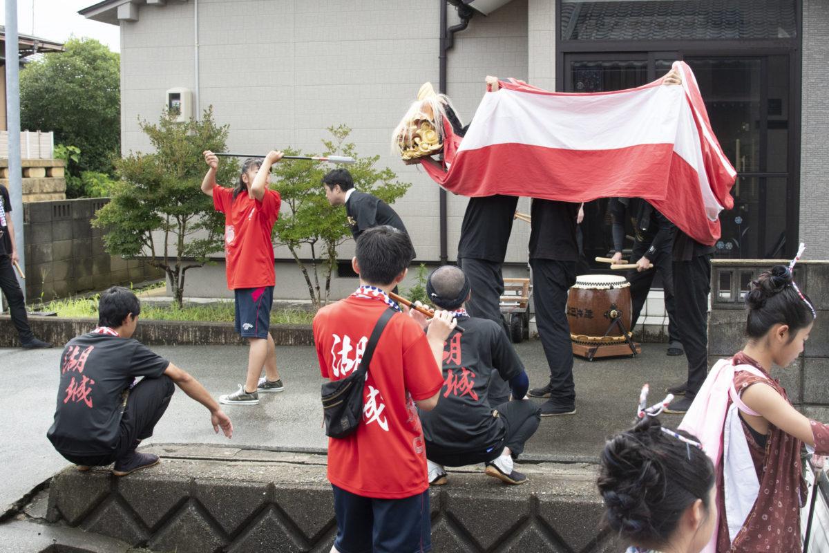 スターウォーズにピエロにプール!?石川県湖城町の進化系獅子舞!