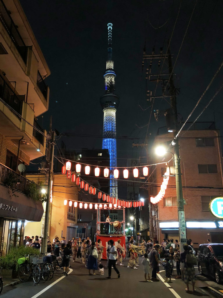 【牛嶋神社祭礼氏子町会奉納踊り】ここは盆踊りのテーマパーク!同時多発踊りに驚愕せよ!