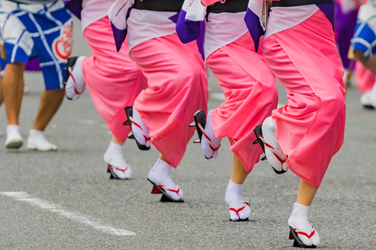 阿波踊りの舞台裏。知りたい!足袋と下駄、踊る阿呆のリアルな足元事情