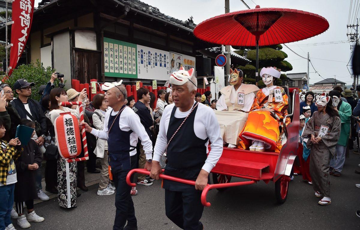 「稲穂祭(きつねの嫁入り)」ミステリアスで妖艶な奇祭|観光経済新聞