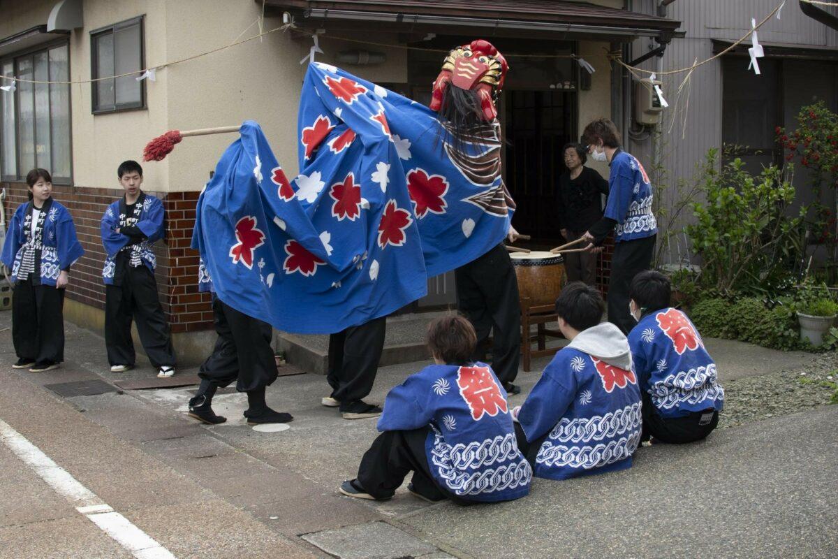 「大聖寺桜まつり」獅子舞探して祭りを楽しむ|観光経済新聞