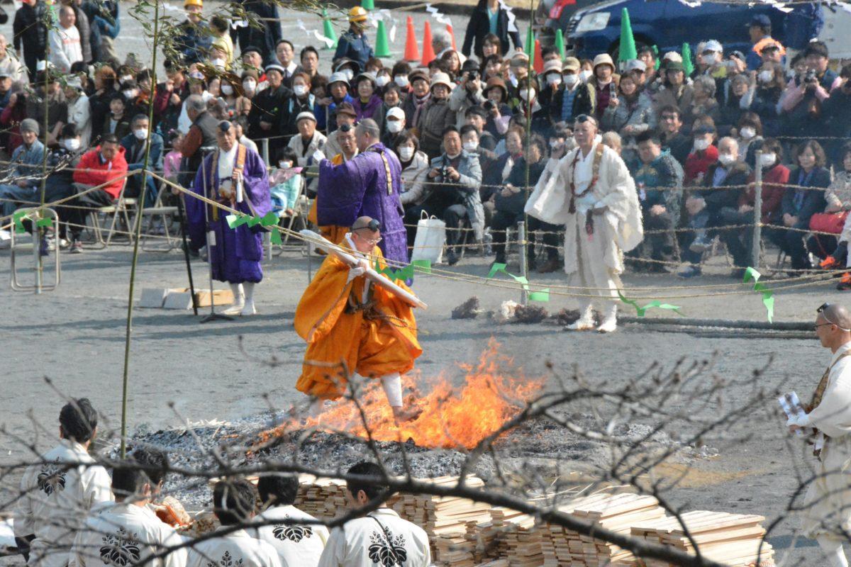 「長瀞火祭り」伝統の火渡修行が迫力満点|観光経済新聞