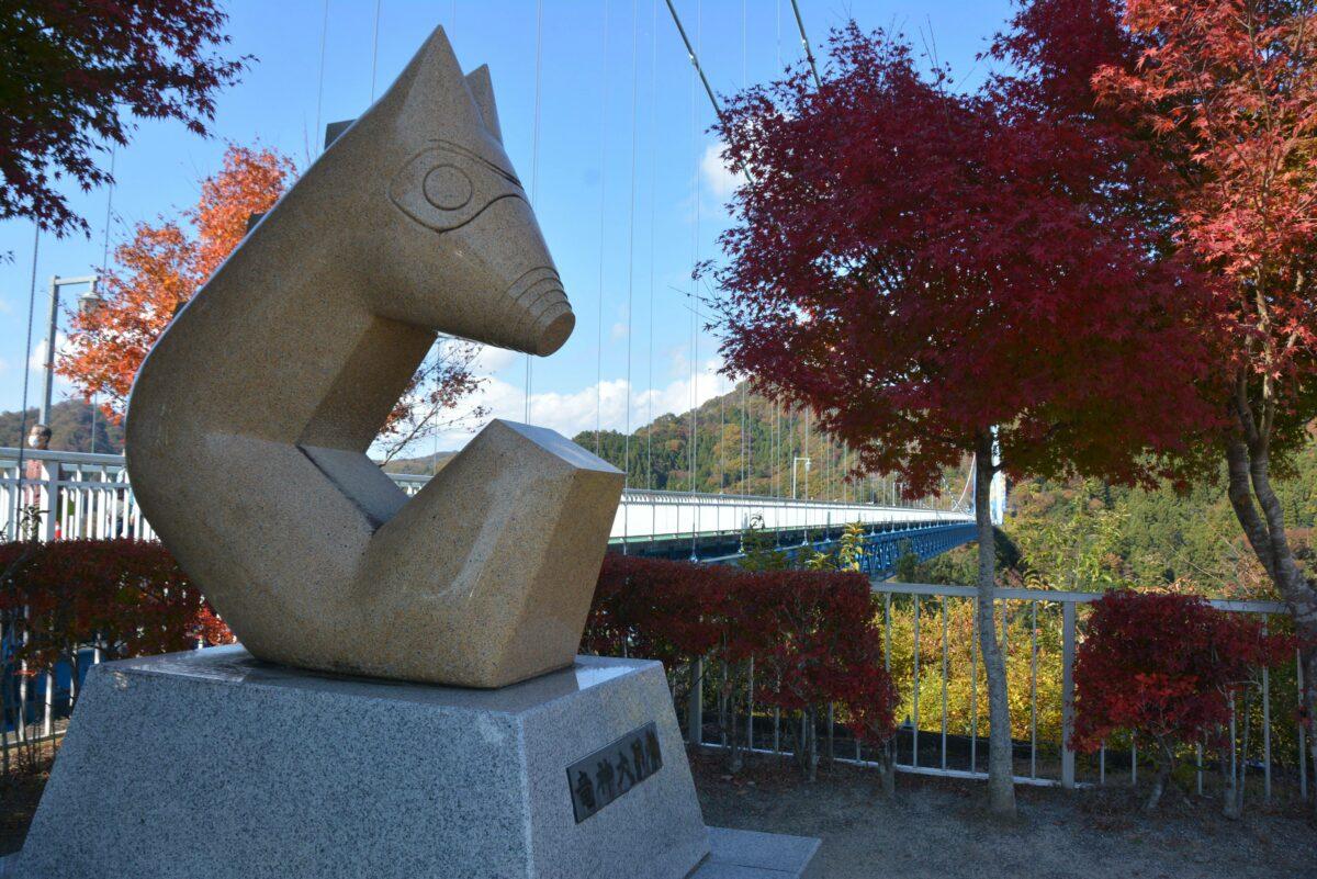 【竜神峡紅葉まつり】季節の彩りで包まれるV字渓谷を繋ぐ本州一の大吊橋