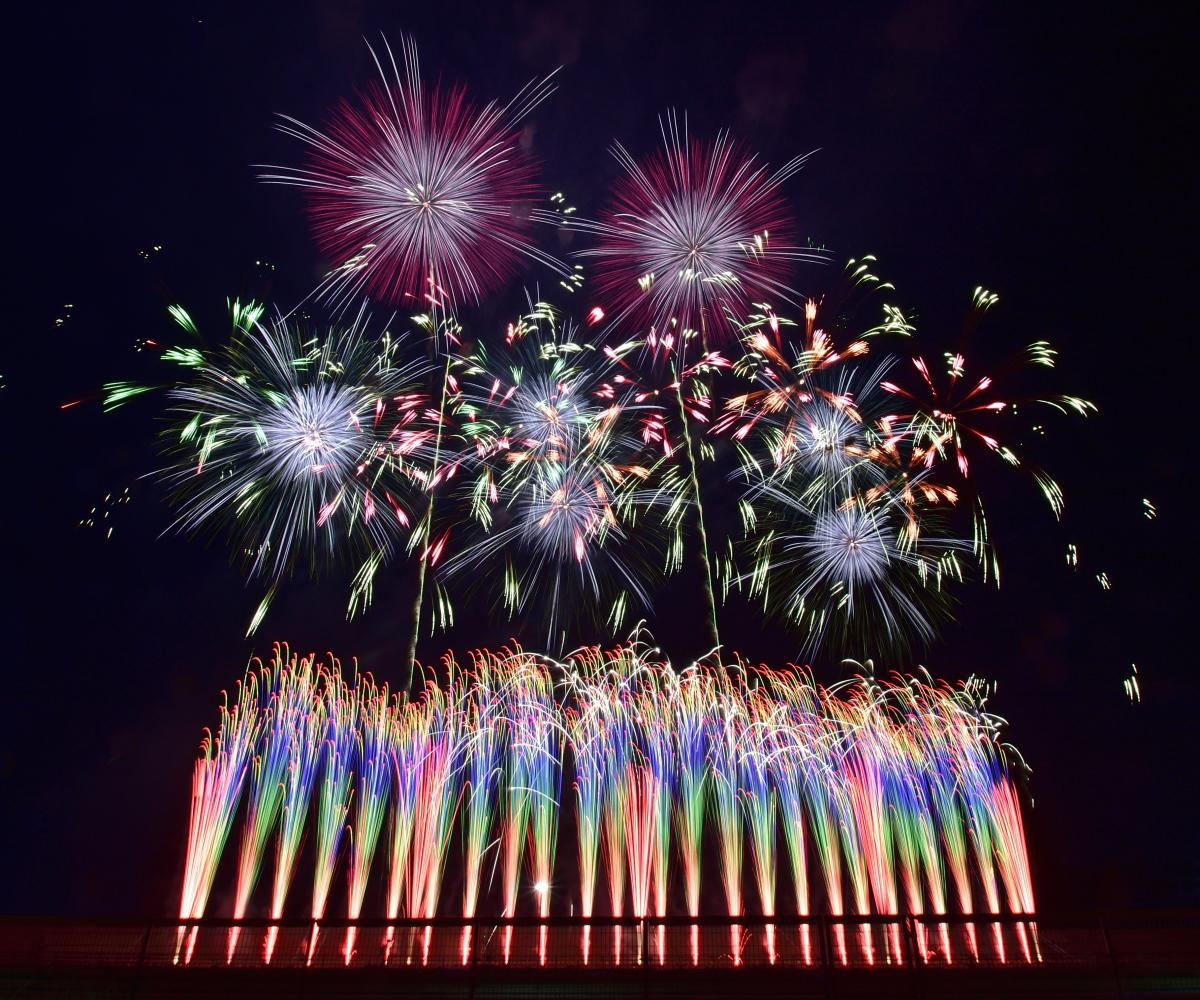 【三陸花火大会】 コロナで沈んだ世界を照らす、復興と歓喜の花火!