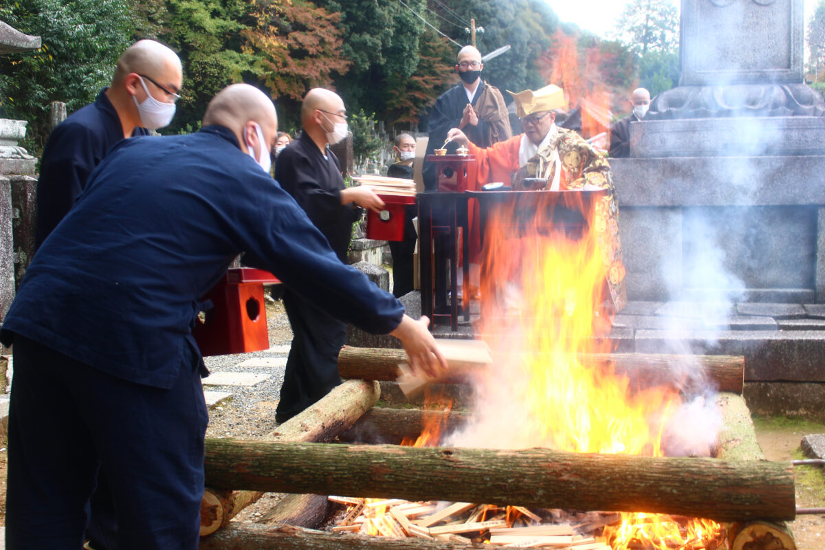 濡髪大明神大祭、京都・知恩院から現地速報レポート!幸せを祈る火祭り