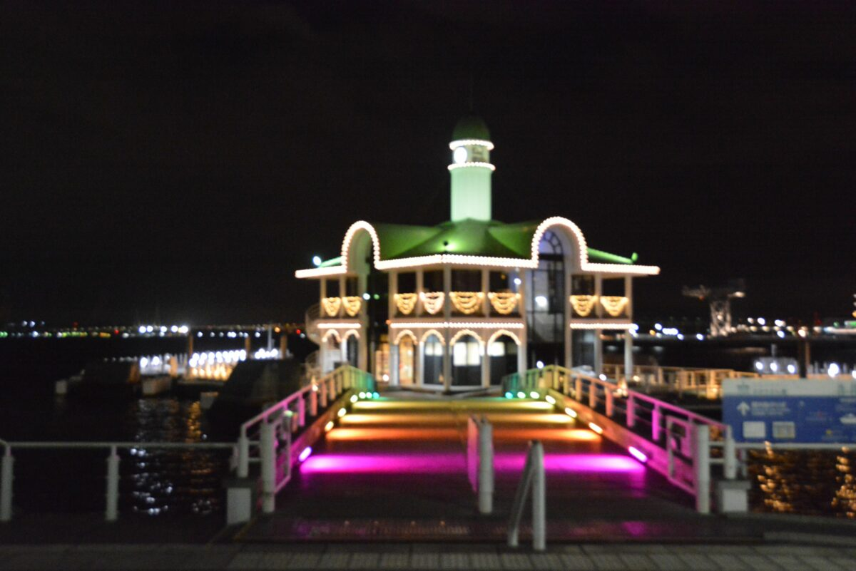 【パシフィコ横浜ウィンターイルミネーション】ぷかりさん橋の魅力的な彩り