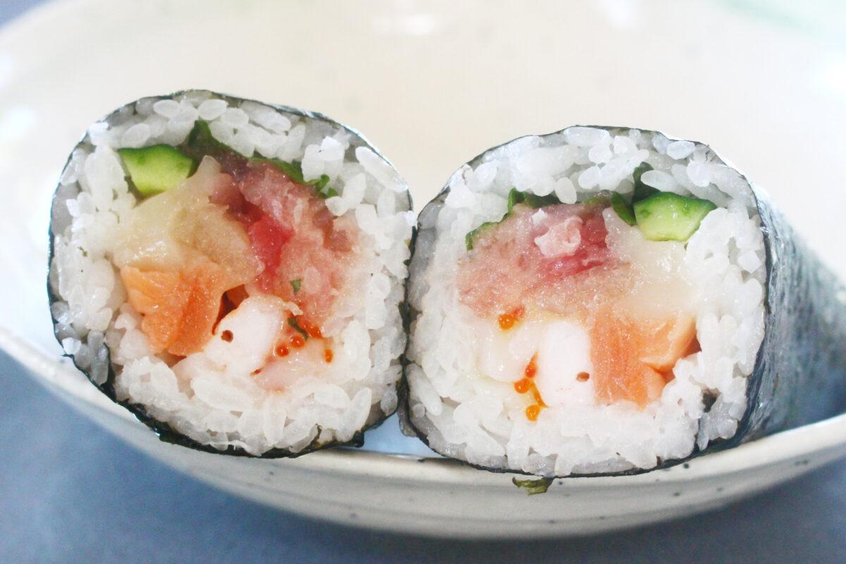 イトーヨーカドーの恵方巻が今年も熱い!八種の海鮮、サバ、玉子と3種実食
