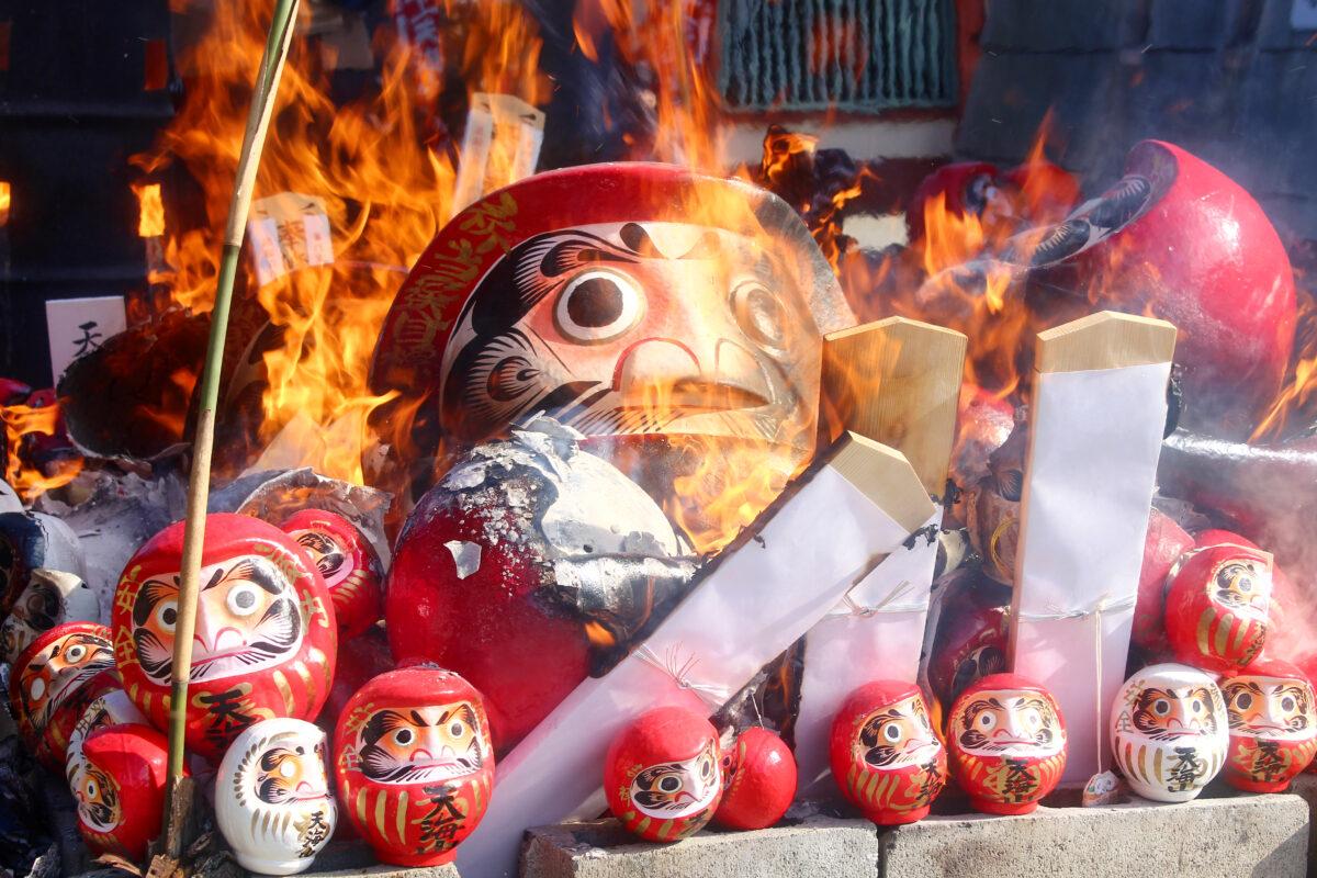 雲龍寺だるま市2021速報レポート!だるまが並び、お焚上も行われる正月の祭り