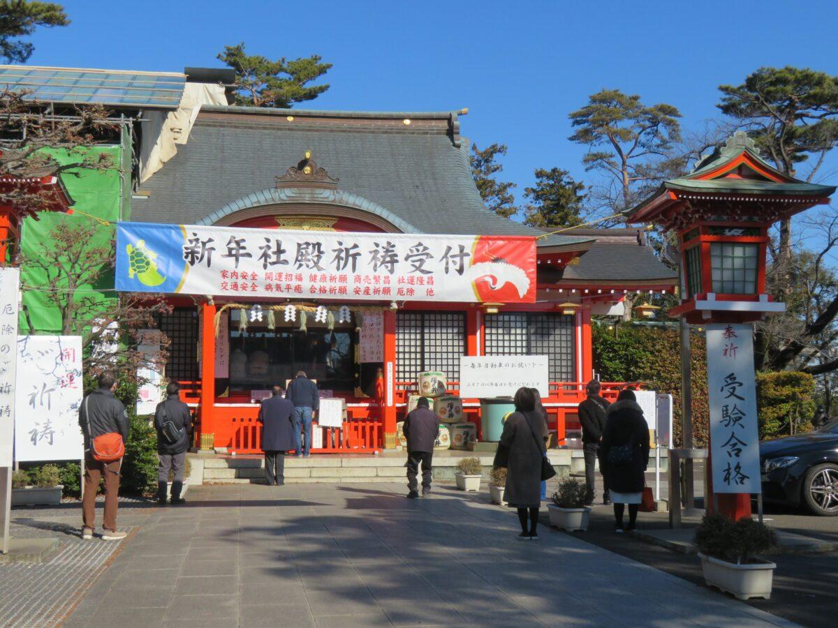 【東伏見稲荷神社・初午祭】朱色の鳥居がひしめき合う拝殿の北をお塚巡り