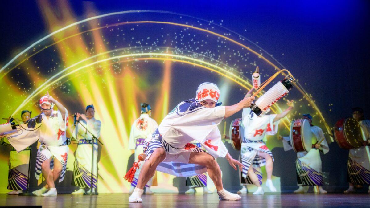 【光も踊る 東京高円寺阿波おどりplus+】祭りの火を灯し続ける、コロナ禍の挑戦
