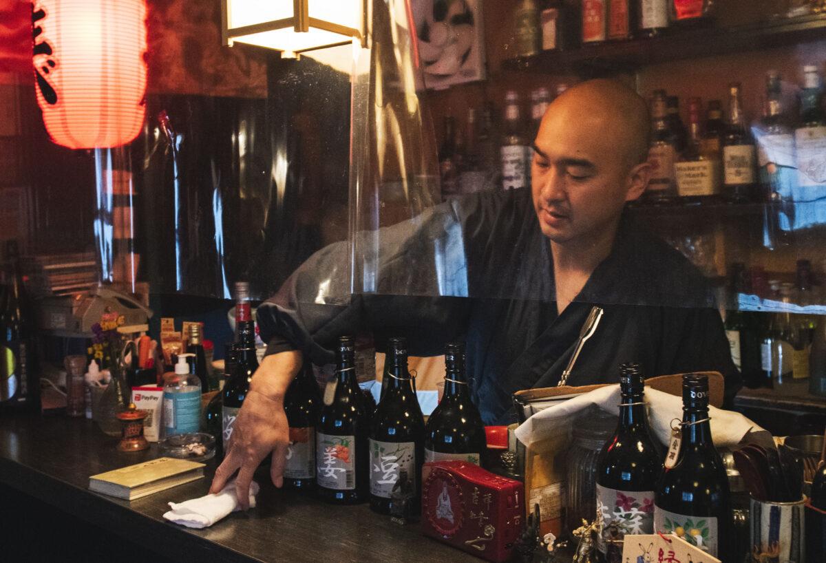 東京・四谷「坊主バー」で仏教を知る!元ボクサー僧侶はなぜバーを始めた?