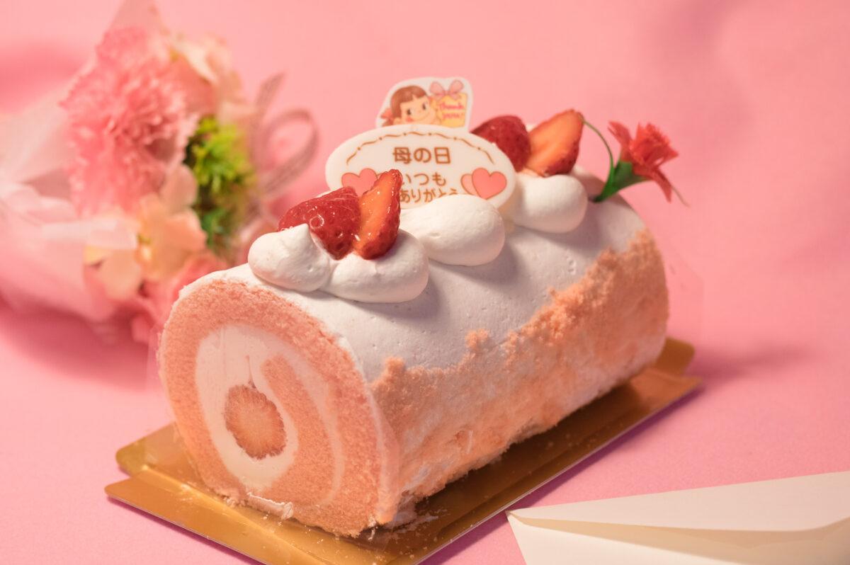 不二家の「母の日 苺のロールケーキ」を実食レポ!感謝と笑顔を