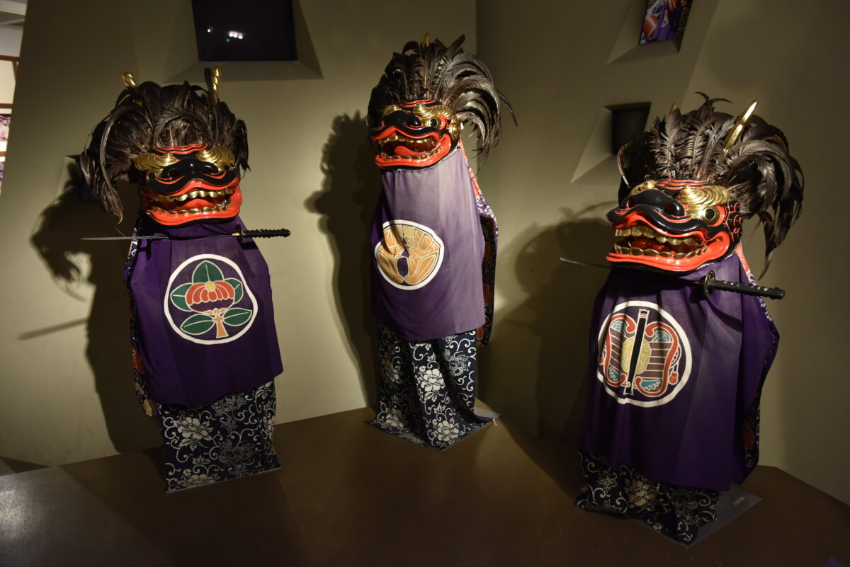 秩父・浦山で獅子舞の展示!人口約100人の地域で、多くの祭りが存続した理由とは?
