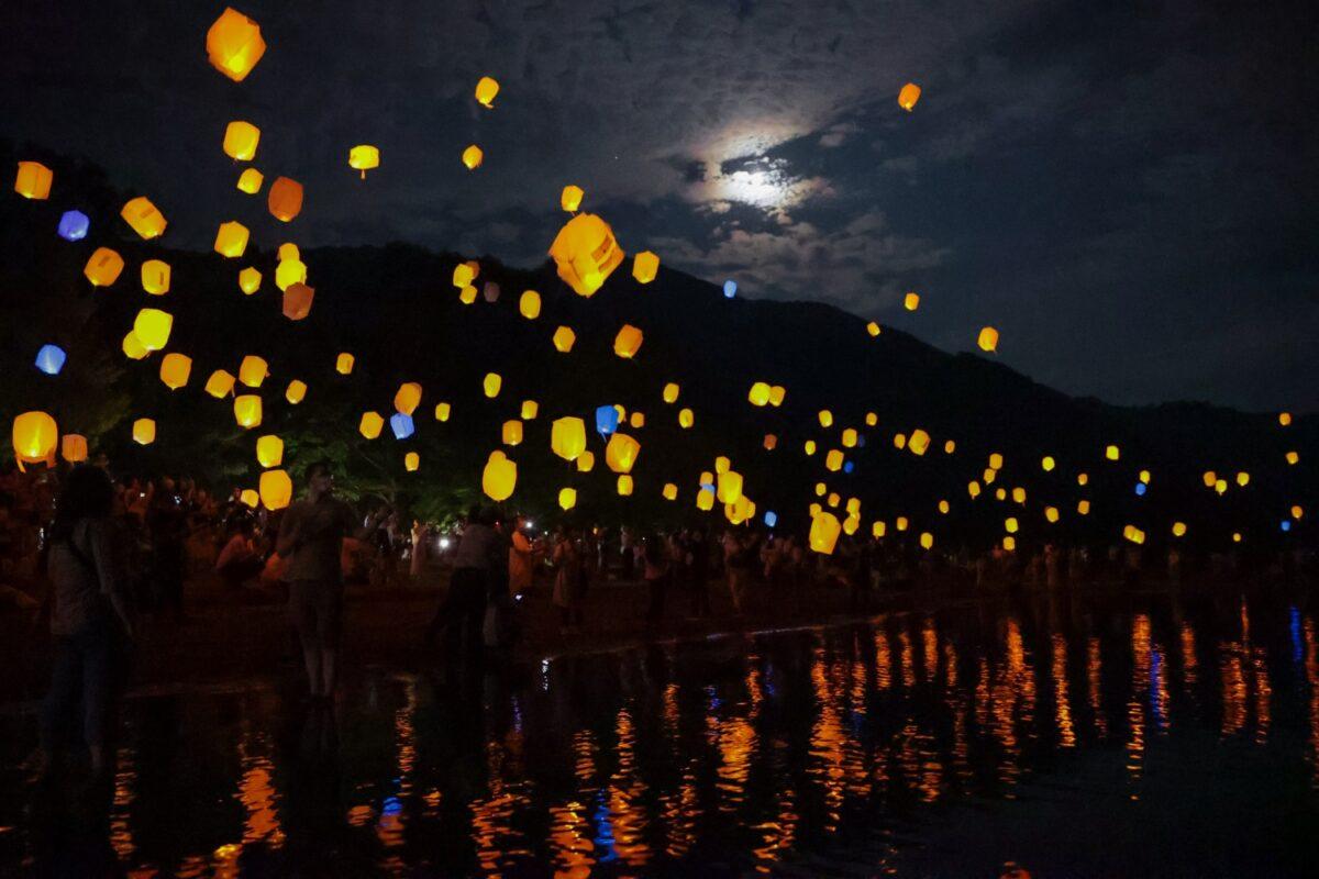 【十和田湖湖水まつり】8月7日、8日に開催! 2,000個のスカイランタンに「願いをこめて」