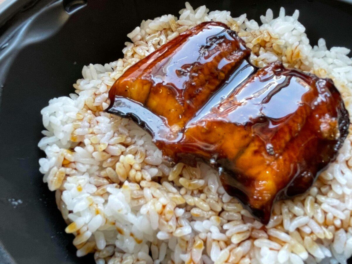 くら寿司のうな丼は濃いめタレとジューシー鰻でご飯がススム!食レポ