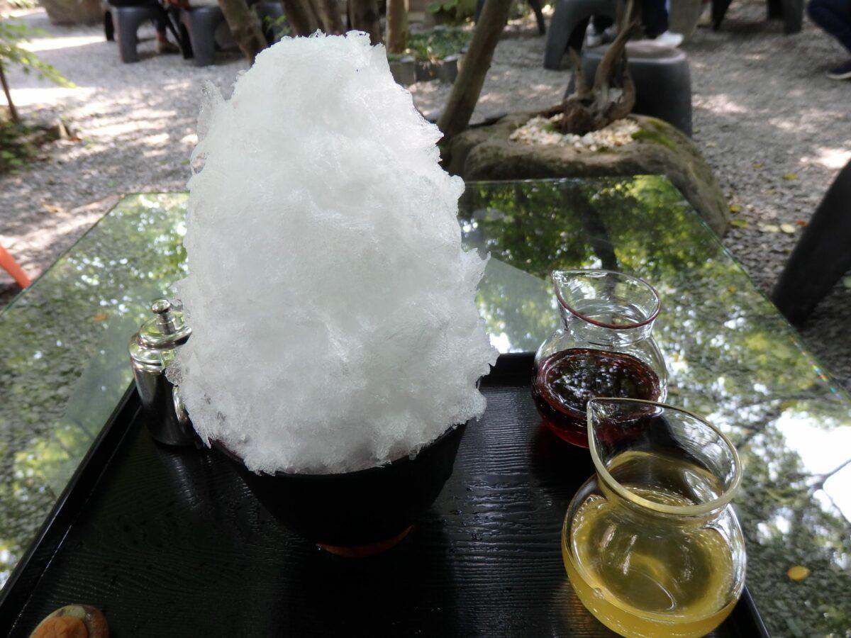 7月25日のかき氷の日に長瀞の行列ができる阿左美冷蔵で味わう天然氷
