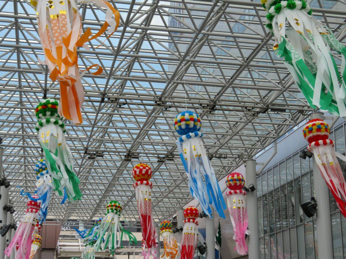 土浦の夏キララが開催中!うらら大屋根広場を中心に各所で風に靡く七夕飾り