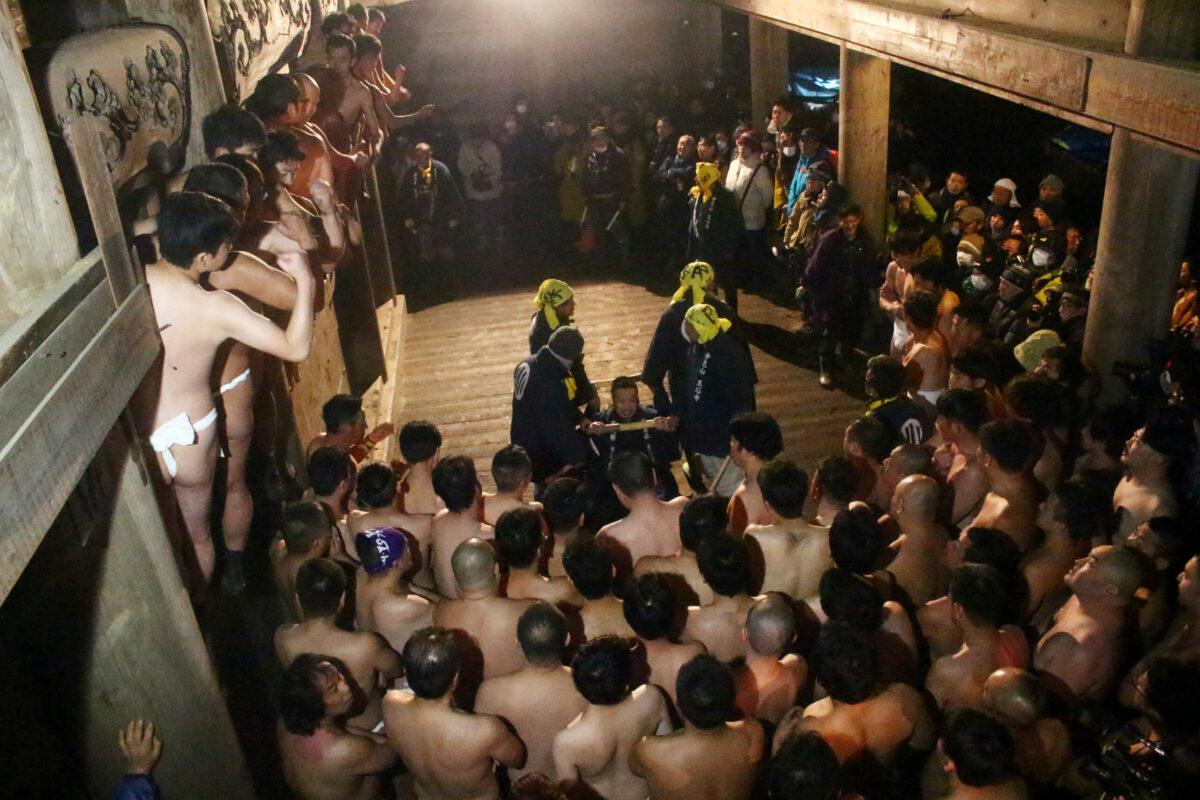 「黒石寺蘇民祭」裸の男と炎の祭り|観光経済新聞