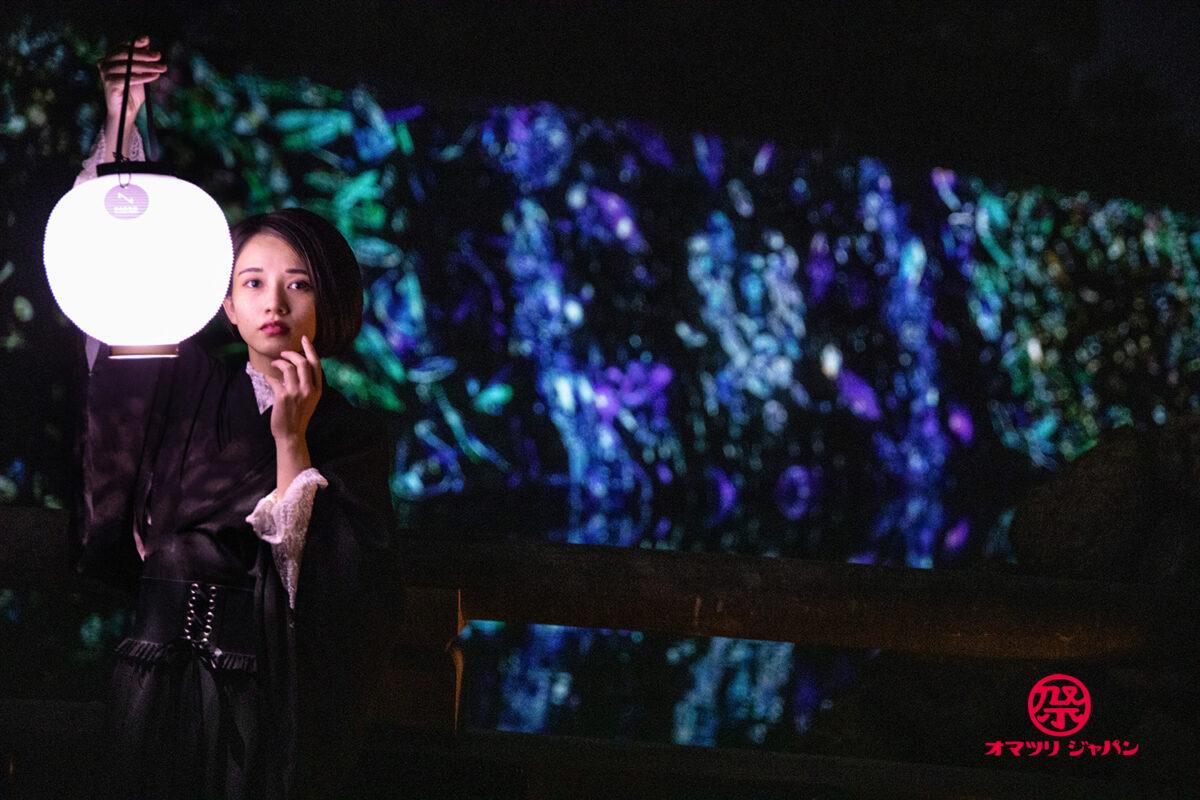 ライトアップイベントで映える撮影方法をご紹介。黒コーデ、ライトの上手な使い方とは?